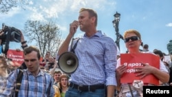 Russian opposition leader Alexei Navalny (C) attends a protest rally ahead of President Vladimir Putin's inauguration ceremony, Moscow, Russia, May 5, 2018.