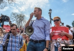 Russian opposition leader Alexei Navalny (C) attends a protest rally ahead of President Vladimir Putin's inauguration ceremony, Moscow, Russia, May 5, 2018