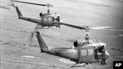 Tư liệu - Binh lính của Sư đoàn Bộ binh 25 của Mỹ được đưa tới một khu vực hoạt động ở Đồng bằng Sông Cửu Long, ngày 9 tháng 8 năm 1967.