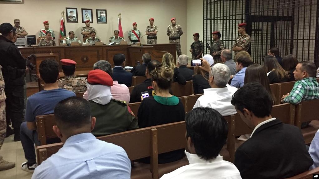 Una corte militar se reunió por el caso de un soldado jordano acusado de asesinar a tiros el año pasado a tres entrenadores militares estadounidenses en Amán, Jordania, el lunes, 17 de julio de 2017.