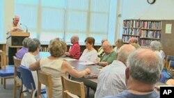 美国接近退休的人在听讲座,计划退休生活