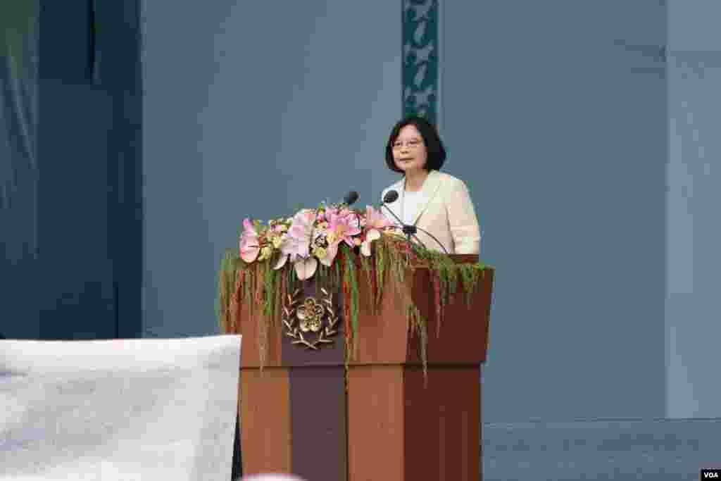 台灣總統蔡英文發表就職演說,2016年5月20日於總統府前典禮台上(美國之音齊勇明攝影)