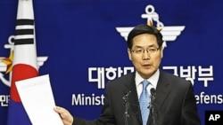 브리핑 중인 김민석 국방부 대변인 (자료사진).