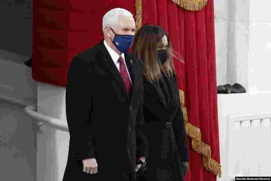 លោក Mike Pence អតីតអនុប្រធានាធិបតីសហរដ្ឋអាមេរិក និងភរិយារបស់លោកគឺលោកស្រី Karen Pence ចូលរួមពិធីស្បថចូលកាន់តំណែងប្រធានាធិបតីនៅវិមានសភាសហរដ្ឋអាមេរិក ក្នុងរដ្ឋធានីវ៉ាស៊ីនតោន ថ្ងៃពុធ ទី២០ ខែមករា ឆ្នាំ២០២១។
