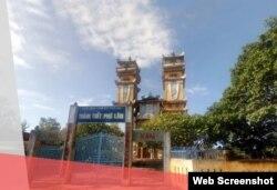 Thánh thất Cao Đài Phú Lâm tọa lạc ở khóm 5, thị trấn Phú Lâm, thành phố Tuy Hòa, tỉnh Phú Yên. Thánh thất này được xây dựng từ năm 1964 và trùng tu năm 1999. Photo Luat Khoa via Thanhthatcaodai.