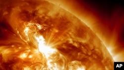 NASA-in snimak oluje na Suncu od 22. januara 2012.