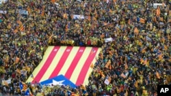 7일 벨기에 브뤼셀의 EU 본부 주변에서 카탈루냐 독립을 지지하는 대규모 시위가 열렸다.