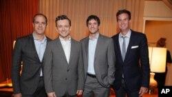 右侧两人为索尼影视公司高管人员杰米·埃利克特(Jamie Erlicht) 和扎克·埃姆博格(Zack Amburg)(2014年)。