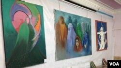 نمایشگاه نقاشی های زنان و دختران افغان در شهر هرات