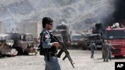 سرحد پر موجود ایک افغان سکیورٹی اہلکار