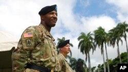 지난 5일 미국 하와이 호놀룰루에서 육군 제94항공미사일방어사령부 션 게이니 신임 사령관(왼쪽)의 취임식이 열렸다. 오른쪽은 이임한 에릭 산체스 전 사령관.