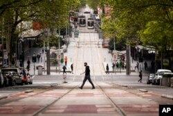 Bourke Street di Melbourne, Australia, terlihat lengang di tengah pandemi COVID-19, 30 September 2021..