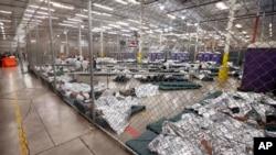 Uno de los centros en los que están detenidos los migrantes que cruzan la frontera sur de EE.UU en Nogales, Arizona