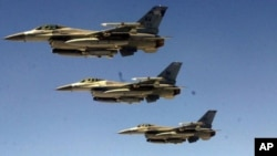 美国F-16战机 (资料照片)。F-16战机2015年5月25日紧急起飞护送一法国航班客机飞往纽约