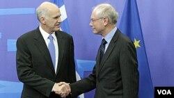 La eurozona busca cómo reforzar el fondo para frenar el contagio de la crisis griega.