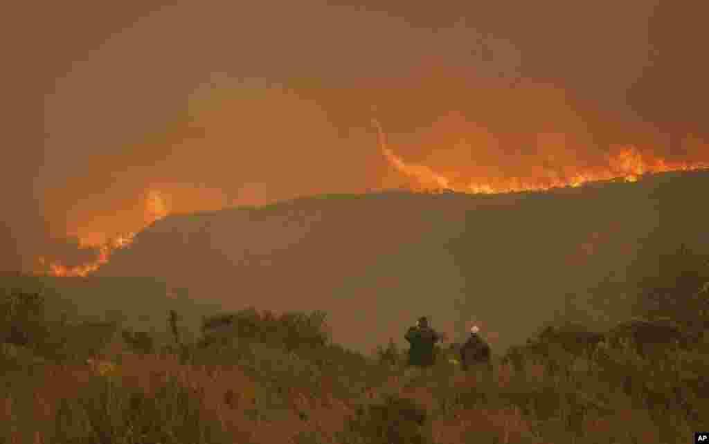 آتش سوزی در استان کیپ غربی در آفریقا جنوبی. تا به حال این آتش باعث مرگ ۸ نفر و جابجایی بیش از ده هزار نفر شده است.