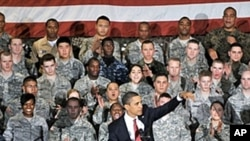 President Barack Obama speaks to troops at a US military airbase in Osan, south of Seoul, 19 Nov 2009