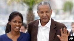 Le directeur de 'Timbuktu' Abderrahmane Sissako (à dr.) et l'actriceToulou Kiki (AP)