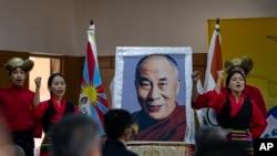 流亡印度的藏人在达兰萨拉纪念西藏起义62周年。(2021年3月10日)
