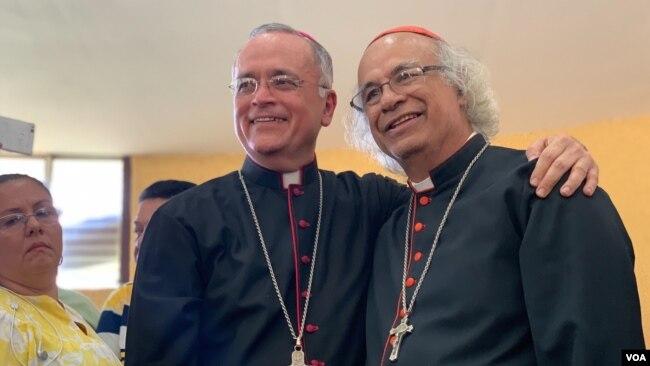Obispo Silvio Báez junto al Cardenal Leopoldo Brenes, luego de conferencia de prensa donde denunció un supuesto plan para asesinarlo. Photo: Donaldo Her´nandez - VOA