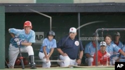 El gerente general del equipo, Mike Carlile confirmó que el niño usaba casco como es obligatorio.