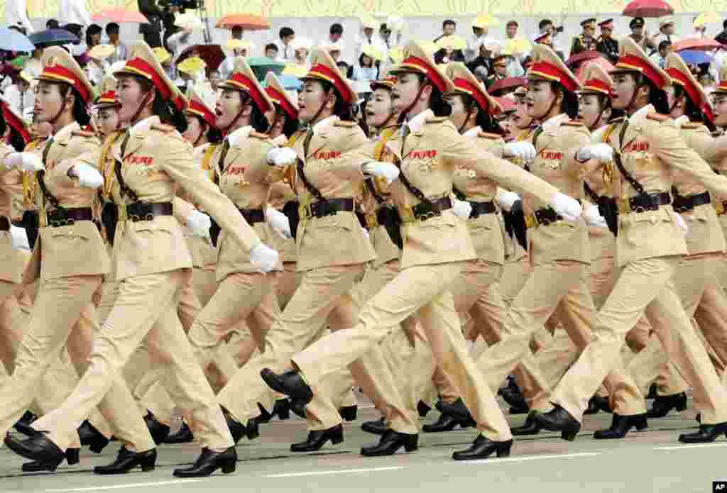 Lực lượng các nữ cảnh sát giao thông trong cuộc diễu hành.