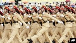 Lực lượng nữ cảnh sát giao thông trong cuộc diễu hành mừng lễ Quốc khánh 2/9 tại Hà Nội.