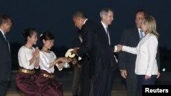 奧巴馬抵達金邊後受到歡迎