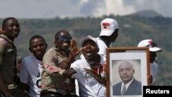 Des partisans du président Pierre Nkurunziza à Bujumbura, le 15 mai 2015.