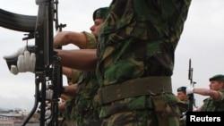 ARHIVA - Vojnici u sedištu KFOR.a u Prištini (Foto: Reuters/Hazir Reka)