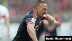 Franck Ribéry célèbre son premier but en Bundesliga allemande à Stuttgart, Allemagne le 9 avril 2016.