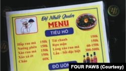 Thực đơn thịt mèo tại một nhà hàng ở Việt Nam. (Photo by FOUR PAWS)
