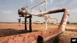 Nam Sudan tố cáo Sudan thu phí quá đắt cho việc sử dụng những đường ống dẫn dầu về hướng bắc để tới Hồng Hải