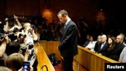 Oscar Pistorius dans le boxe des accusés, 22 février, 2013.