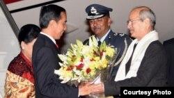 Presiden Joko Widodo disambut pejabat India di New Delhi, Senin pagi (12/12). (Courtesy Setpres RI)