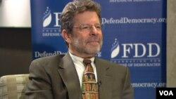 کلیفورد می، رییس بنیاد دفاع از دموکراسیها