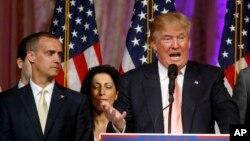 Người quản lý chiến dịch tranh cử của ông Trump Corey Lewandowski (trái).