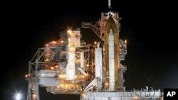 美國奮進號太空穿梭機星期五在肯尼迪太空中心準備升空