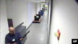 FBI Aaron Alexis'in olay sırasında Deniz Kuvvetleri'ne ait tesisin içinde çekilmiş videolarını yayınladı