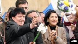 Нона Гаприндашвили (слева) в 2009 году
