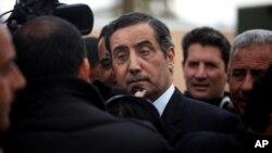 Ông Fawaz al-Etan, đại sứ Jordan tại Libya, trả lời phỏng vấn khi ông đến sân bay quân sự Marka tại Amman, Jordan, ngày 13/5/2014.