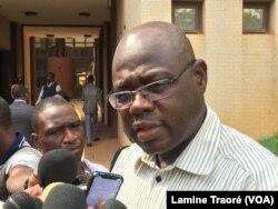 Le ministre burkinabè de l'Insertion professionnelle, Smaila Ouédraogo, à Ouagadougou le 24 novembre 2018. (VOA/Lamine Traoré)