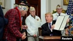 Президент США Дональд Трамп подписал прокламацию, в которой этот день объявляется Национальным днем памяти. Он сделал это, принимая в Белом доме группу ветеранов. 7 декабря 2017 г.