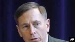 即将上任的美中情局局长彼得雷乌斯(资料照片)