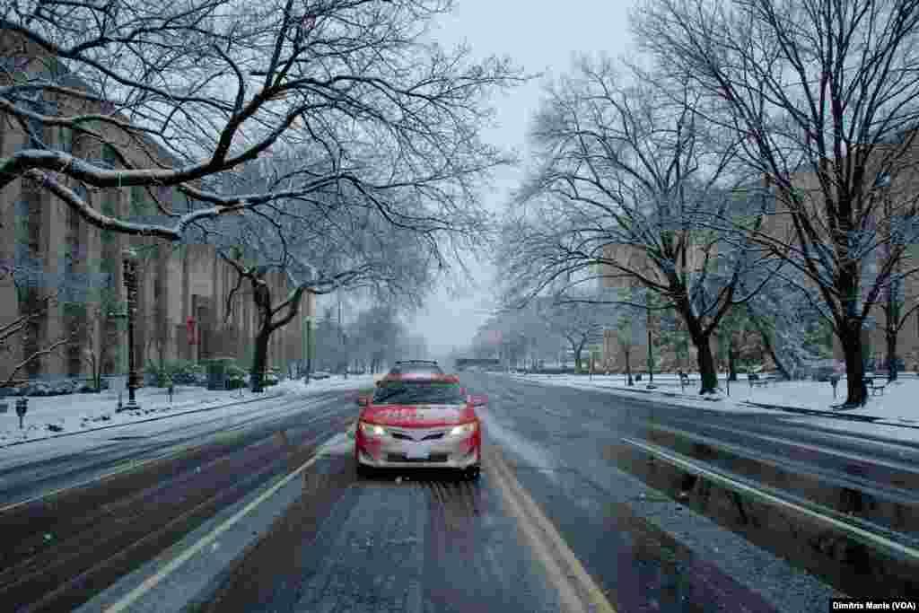ٹیکساس سے نیو انگلینڈ تک کا علاقہ طوفانی برسات اور برف باری کی لپیٹ میں رہا۔