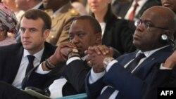 (Banda gauche ti droite) Ba présidents Emmanuel Macron ya France, Uhuru Kenyatta ya Kenya mpe Félix Tshisekedi ya RDC na bokutani na Nairobi, Kenya, 14 mars 2019.