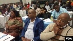 Basemhlanganweni oqoqwe yisigodlo seZimbabwe kwele Botswana