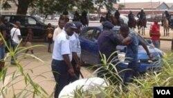 Polícia prende manifestantes em Luanda