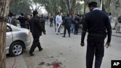 巴基斯坦警察在检查旁遮普省长被枪杀的现场