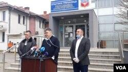 Obolela 62-godišnja žena iz Dobrotina leči se u Nišu i nije životno ugrožena, preneo je novinarima Branislav Lazić, direktor KBC Gračanica